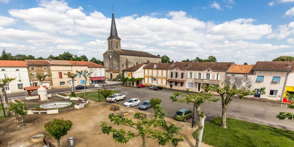 Eglise et place de Cazères